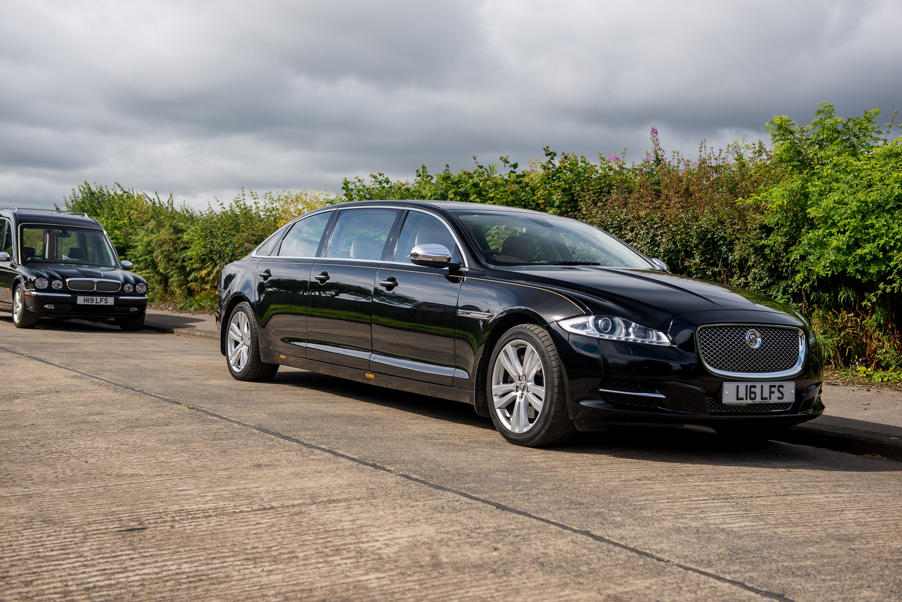 New jaguar limo hire